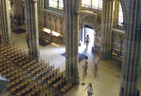 Avatars dans la Basilique Saint-Denis - OFabulis