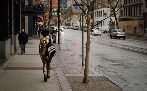 Gold-Suit-Walker-mobilite